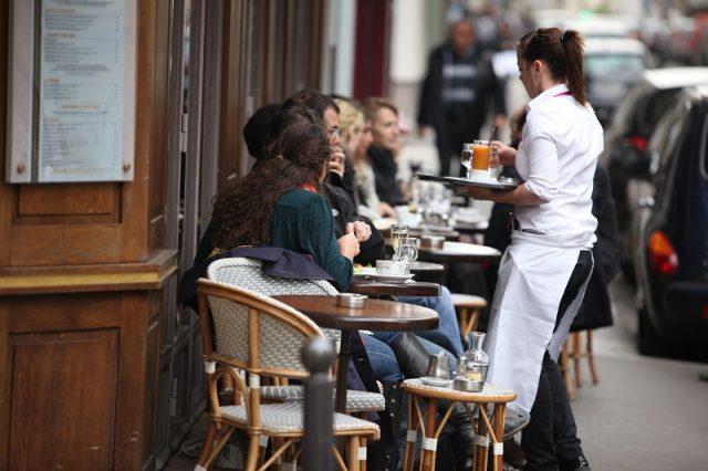 Parisiens et touristes bistrot a paris