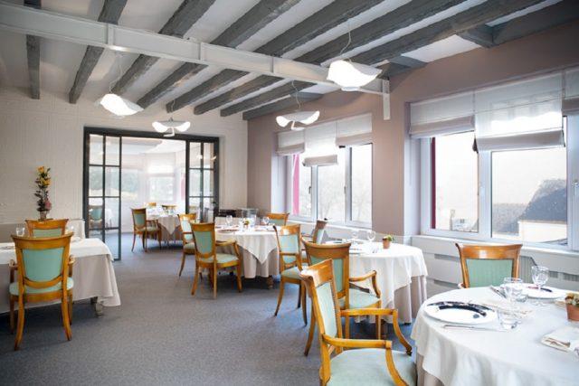 manger dans un restaurant gastronomique français