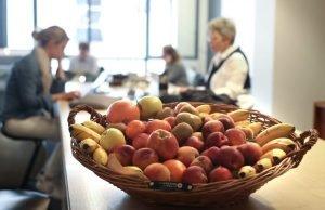 corbeilles-de-fruits-frais-bureau