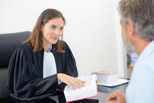Pourquoi engager un avocat pour votre entrepris